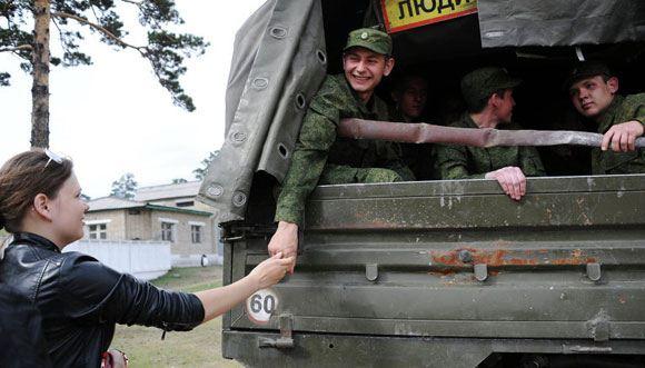 Путин подписал закон, позволяющий призывникам выбрать службу по контракту