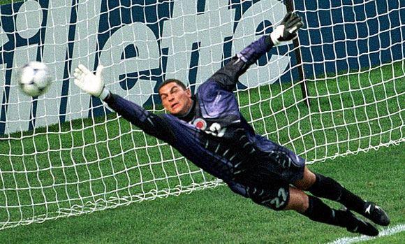 Фарид Мондрагон был признан самым «пожилым» футболистом в истории чемпионатов мира