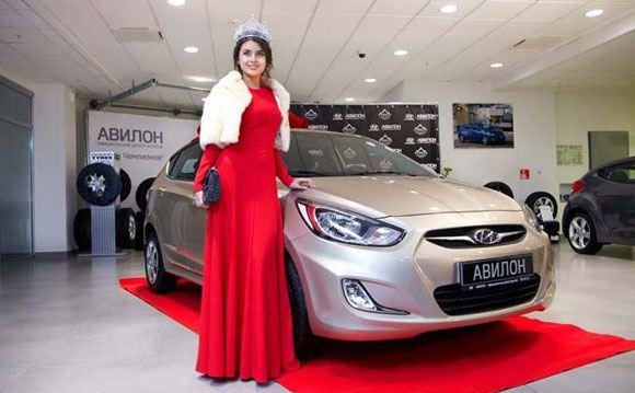 Эльмира Абдразакова не может сесть за руль подаренного ей автомобиля