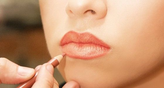Красивые губы можно просто нарисовать