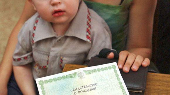 Минюст предложил оставить без регистрации рожденных вне больниц детей