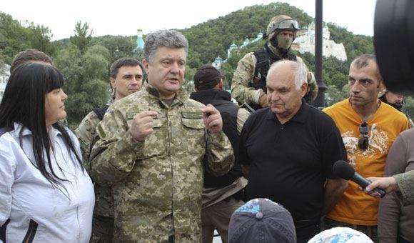 Порошенко объявил о продлении перемирия