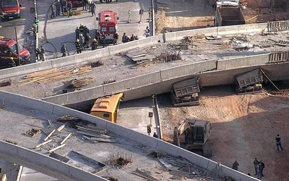 При обрушении автомобильной эстакады в Бразилии погибли два человека