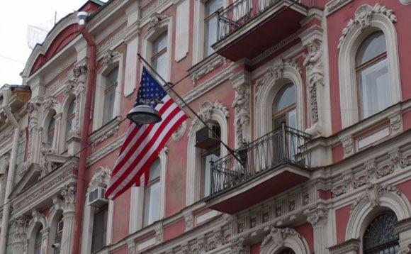 «Другая Россия» устроила антиамериканскую акцию перед консульством США в Питере