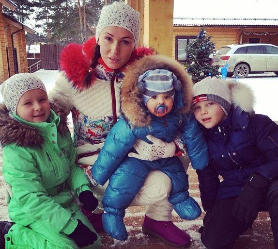 Жена Вячеслава Малафеева усыновила двух его детей