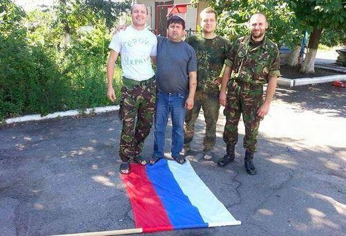 Петр Порошенко приказал поднять над Славянском флаг Украины