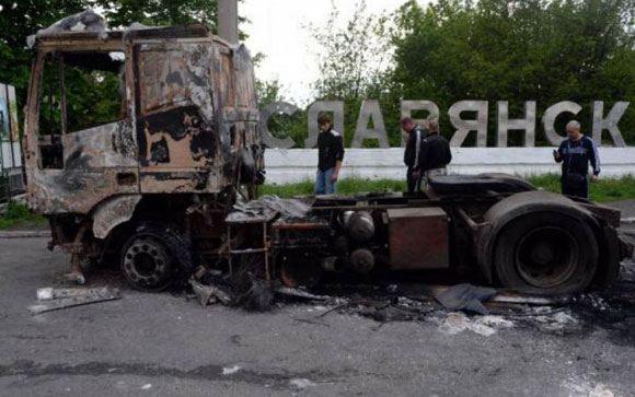 Премьер Украины поручил обеспечить жителей Славянска и Краматорска всем необходимым