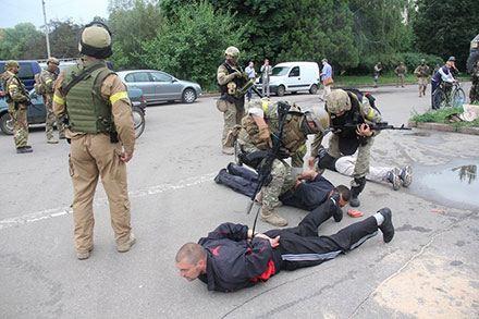 Ополченцев ДНР задержали в Славянске при раздаче сосисок