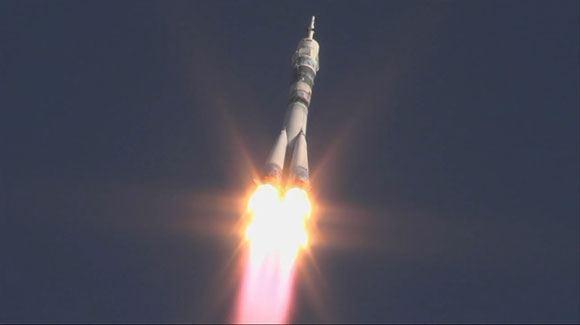 С «Байконура» стартовала ракета-носитель с семью спутниками на борту