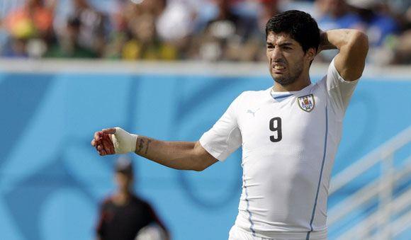 ФИФА отклонила апелляцию на дисквалификацию нападающего сборной Уругвая Луиса Суареса
