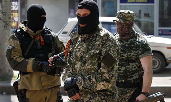 Под Луганском вооруженные люди захватили четверых сотрудников милиции