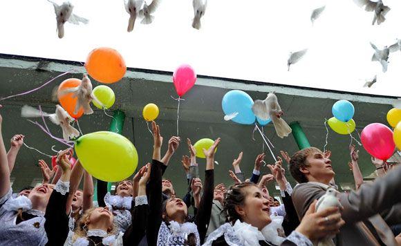 Выпускников российских школ научат любить родину