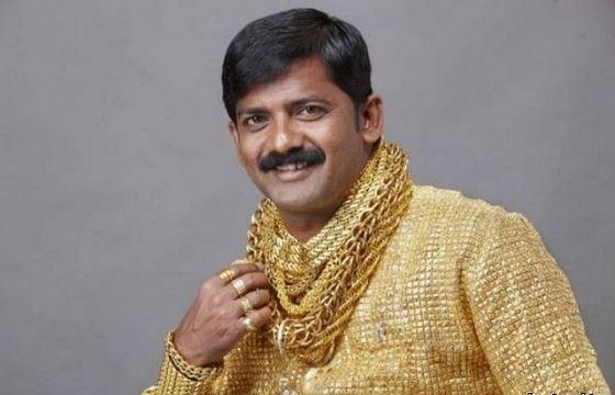 Житель Индии Датта Фудж заказал себе рубашку из чистого золота