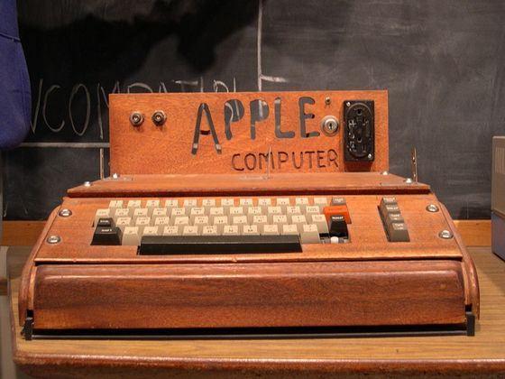 Первый компьютер Apple