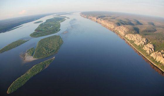Ширина реки Лена может достигать 30 км