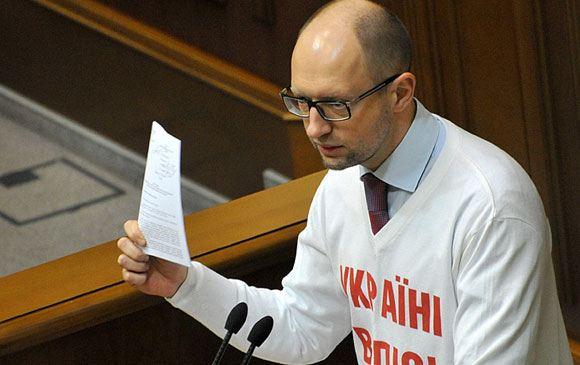 Яценюк объявил о подготовке санкций против россиян, которые поддерживают сепаратистов