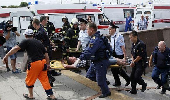 Авария в метро: отвалившаяся деталь вагона переключила стрелку