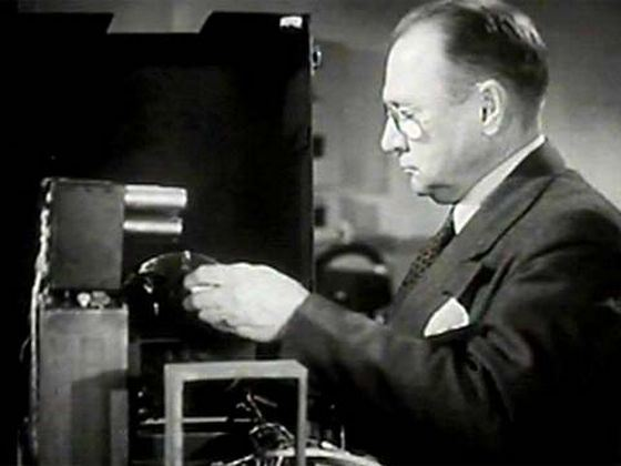 Американский ученый русского происхождения В.К.Зворыкин изобрел телевизор