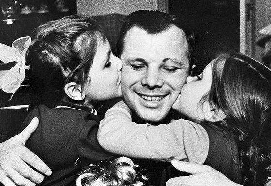 Первый русской космонавт Юрий Гагарин стал самым известным человеком в мире