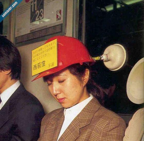 Одно из самых нелепых изобретений - шапочка для метро