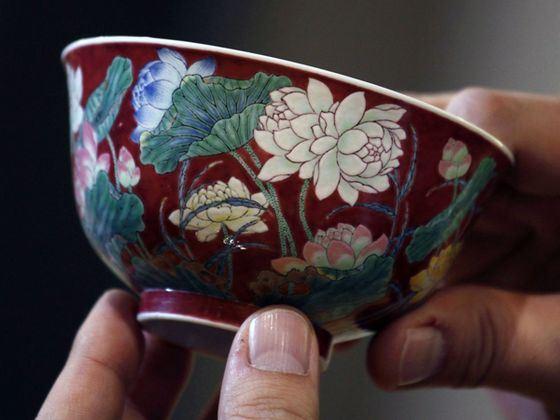Прекрасную чашу «Лотос» несколько раз продавали с аукциона