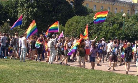 ЛГБТ-митинг прошел в Питере без инцидентов