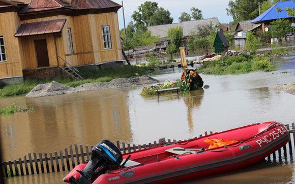Могилу Валерия Золотухина, затронутую наводнением на Алтае, отреставрировали