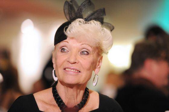 Svetlana Svetlichnaya and today remains a popular actress