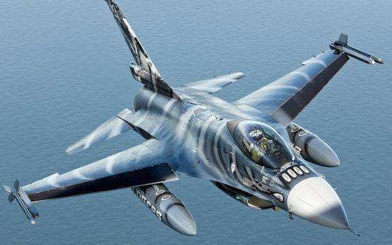 F-16 «Файтинг Фалкон» маленький американский боевой самолет