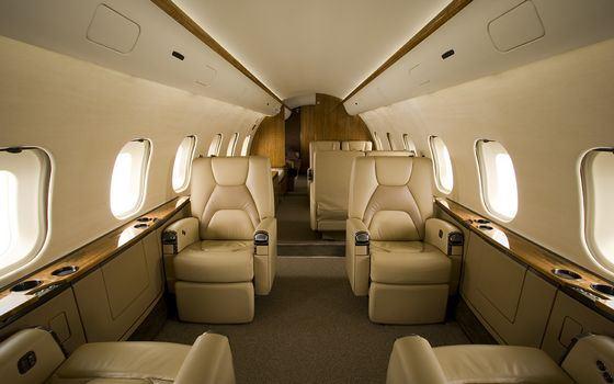 Салон небольшого пассажирского самолета Global 5000