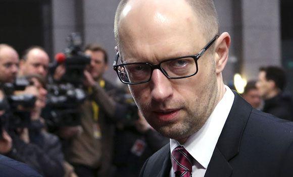 Украинские парламентарии проголосовали против ухода Яценюка в отставку