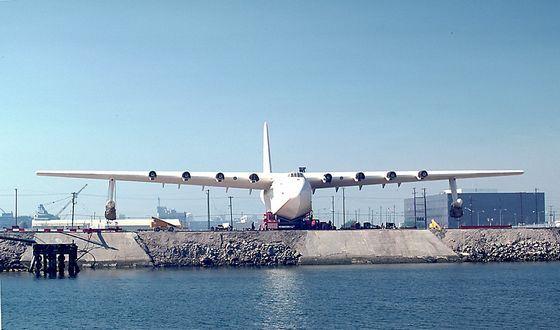 Hughes H-4 Hercules имеет самый большой размах крыльев
