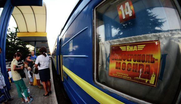 Поезд из Симферополя повез в Москву первых пассажиров в обход Украины