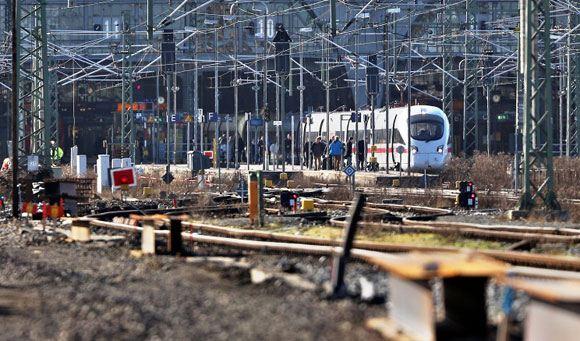 В Германии скоростной поезд столкнулся с товарным, есть раненые