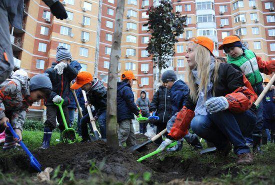 Москвичи занялись озеленением родного города