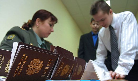 ФМС России начала эксперимент по выдаче паспортов за час