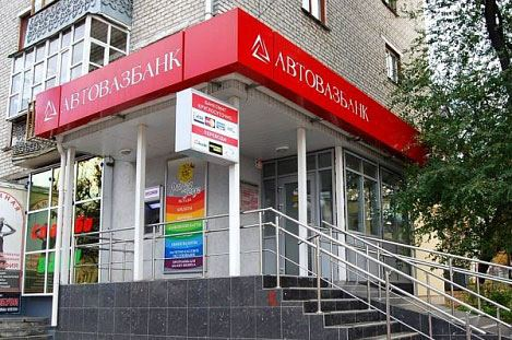 Тольяттинский «Автовазбанк» прекратил обслуживать граждан США