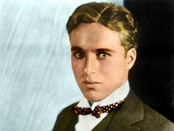 Чарли Чаплин без усов