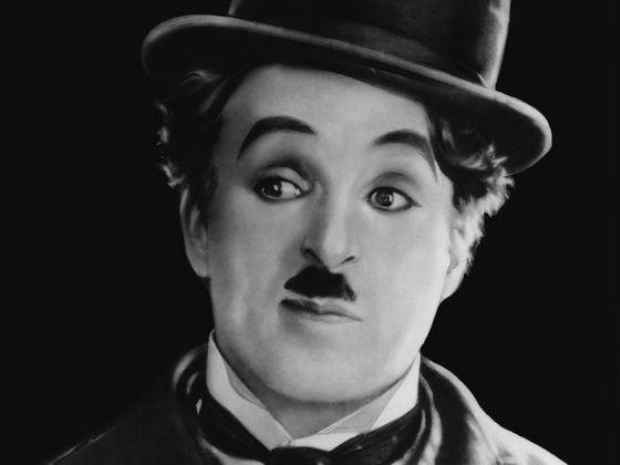 Чарли Чаплин без усов стал знаменитым актерам в том числе благодаря своим усикам