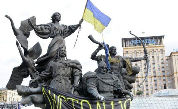Активисты укрепляют баррикады на Майдане в Киеве