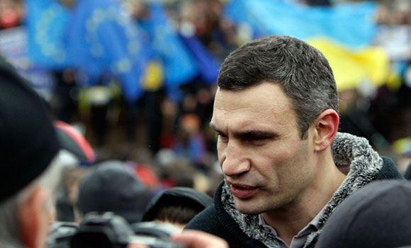 Мэр Киева пообщался с жителями палаточного городка