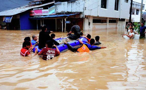 Унесенная цунами девочка из Индонезии встретилась с родителями 10 лет спустя после пропажи