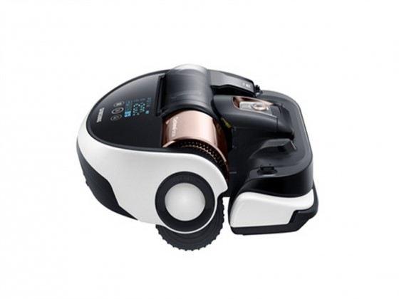 Умный робот-пылесос Samsung выполняет команды лазерной указки