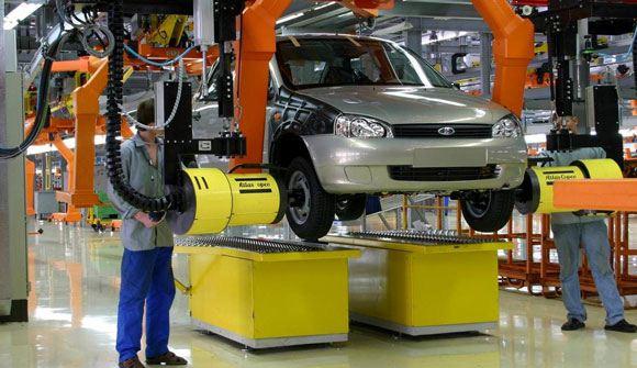 Российский автомобильный рынок продолжает сокращаться