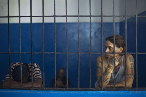 На Гаити банда бандитов напала на тюрьму