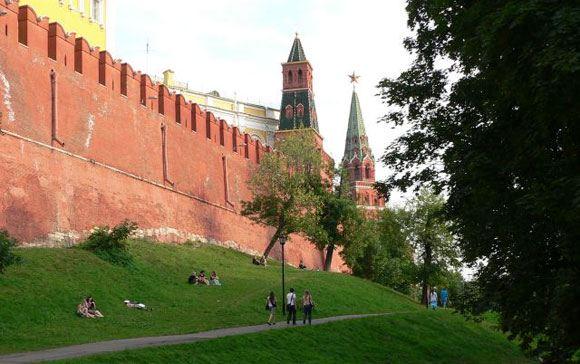 Стену Кремля могут частично открыть для пешеходов
