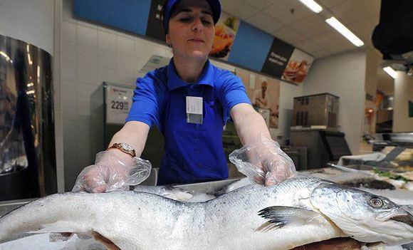 Торговые группы сообщают о резком скачке цен на рыбу, фрукты и овощи
