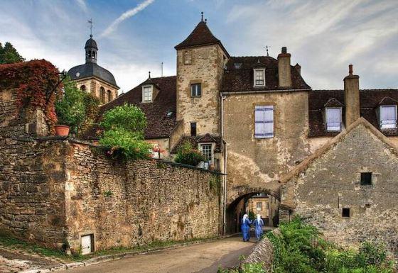 Бургундия - край замков и древней истории