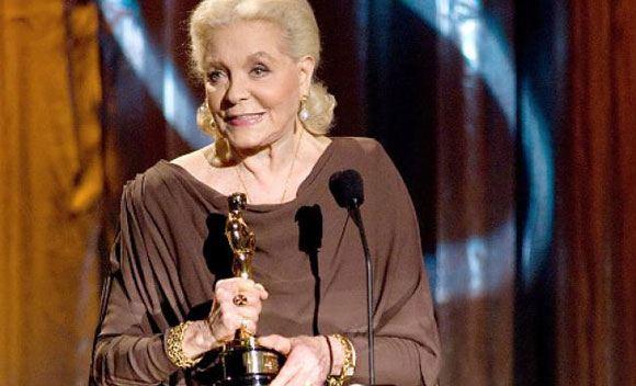 Известная американская актриса Лорен Бэколл умерла на 90-м году жизни
