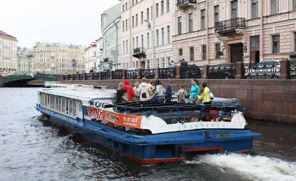 Поток иностранных туристов в РФ упал на 30-50 процентов